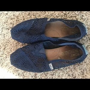 Toms size 7